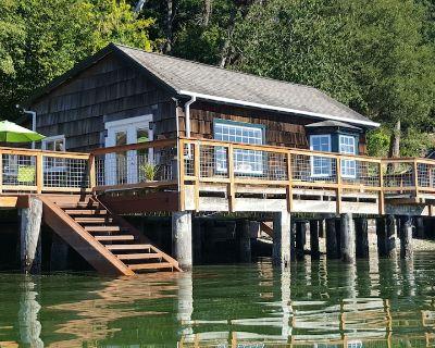 Charming Beach Cabin Nestled in Quartermaster Harbor - Vashon Island