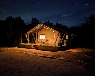 Secluded Luxury Tent Cabin with Exclusive use of Outdoor Pavilion - Dripping Springs