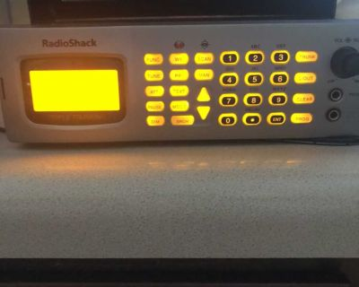 Radio Shack 20-163 Pro 163 Triple Trunking 1000 Channel Scanner comes with mounting hardware and power cord