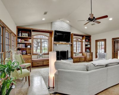 New! Hill Country Dream House w/Pool Table&Firepit - Fredericksburg