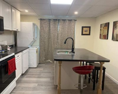Cozy Entire 2 Bedroom Home Close to Niagara River - Niagara Falls