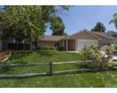Temecula 3BR 2BA, Charming single story home in the popular
