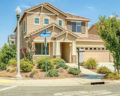 Private room with shared bathroom - Lincoln , CA 95648