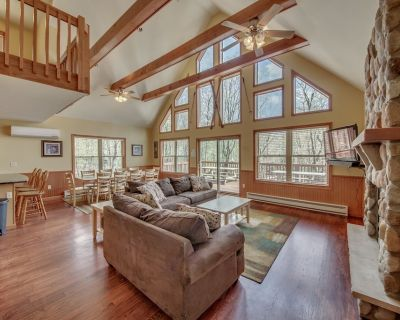 """""""Red Rock"""" View of Big Boulder, 6 Bedroom, 2 Master Suites, Hot Tub, Pool Table, WIFI - Lake Harmony Estates"""