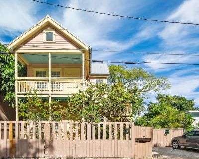 ~POINCIANA GARDEN~ Updated Condo w/ Pvt Hot Tub & Parking In Perfect Location - Key West Historic District
