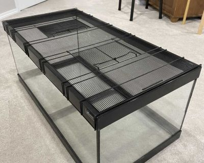 Large reptile terrarium with wire lid