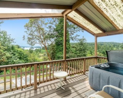 Cabin-style cottages w/ full kitchen, private hot tub, lagoon & Deer Harbor view - Deer Harbor
