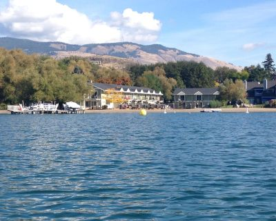 Kalamalka Lakefront With Private Beach and Boat Lift - Vernon