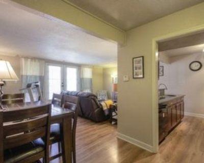 4727 Jarboe St #21, Kansas City, MO 64112 2 Bedroom Condo