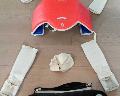 Martial arts sparring gear (9-12 yrs old)