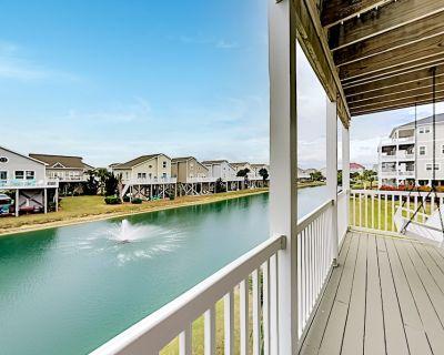 All-suite Condo Private Balcony, Pond Views & Pool Walk to Beach - Ocean Isle Beach