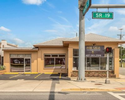 Large Office Building with 2 Warehouses on Main Street- Umatilla, FL!
