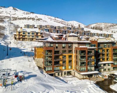 SKI-IN/OUT New 3 BDRM 3 Bath Canyons Village Condo with Amenities - Park City