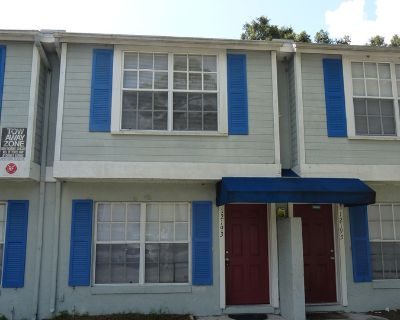 2 BR / 2 BA Townhouse Close To UCF