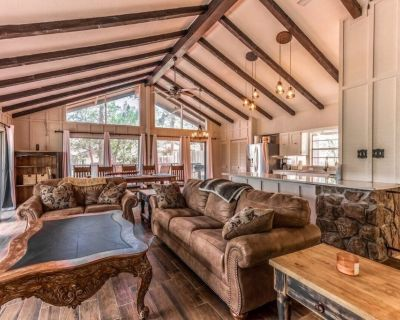 Beautiful 2 Story House Looking at the Sierra Blanca Mountain - Ruidoso