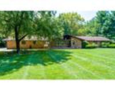 Charleston Real Estate Home for Sale. $286,500 4bd/3.1ba.