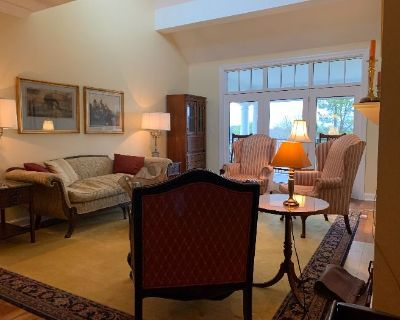 Art, Stickley Style Furniture, Rugs, Clean!