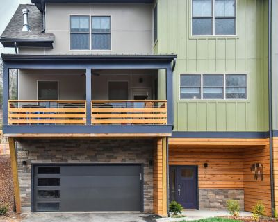 Luxury Townhome, Sleeps 8, Minutes to Downtown AVL - Woodfin