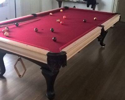 Beautiful 9' Gandy Pool Table