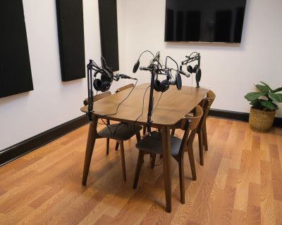 "Podcast & Meeting Studio [Free In-House Equipment + Multiple Cameras + Colored Uplights + 50"" TV screen for visuals], Atlanta, GA"
