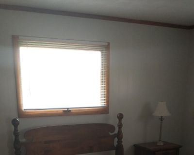 Private room with shared bathroom - Troy , OH 45373