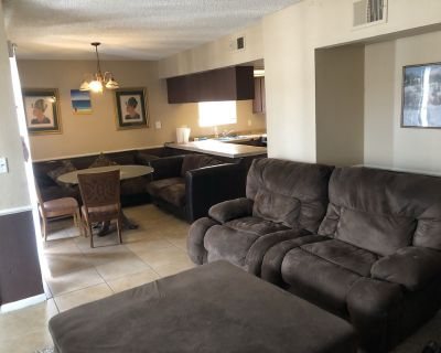 """Enjoy the Vintage charm of """"La Lounge"""" Wi-fi and cable included! 60 inch T.V - Las Vegas"""
