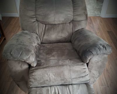3 piece Recliners sofa set for sale 1000$