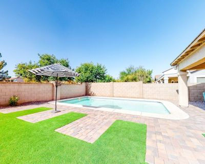 Family home near downtown w/ private pool, gas grill, & central AC - dogs OK! - Gilbert