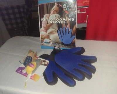 Pet Grooming Gloves new in box and 2 mouse toys. $5
