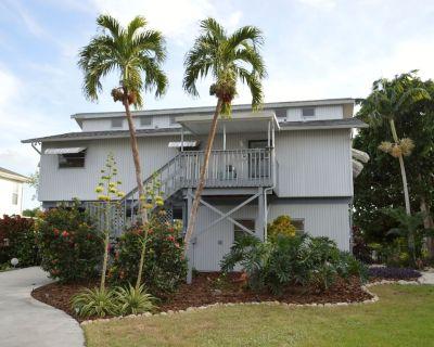 Pine Island Bokeelia, Getaway 2 Bedroom, 2 Bath Home on Canal, with Dock - Pine Island Center