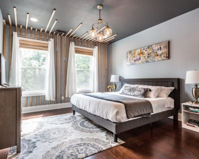 Spacious 5 Bedroom HGTV Duplex - Sleeps 14 - Center Township