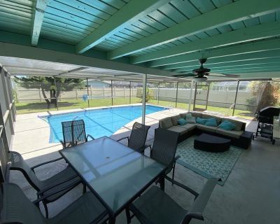 updated, heated pool home near downtown Cape Coral - Caloosahatchee