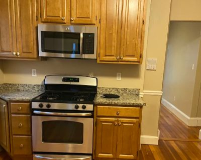 Private room with shared bathroom - Dorchester Center , MA 02124