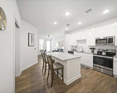 Modern Urban 1BR 1G WiFi King Bed Balcony Gym/Pool/Cable (740 SqFt) Sta - Midtown