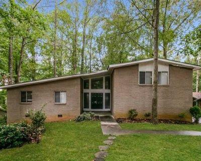 3685 Eagle Woods Cir , Lithonia, GA 30038