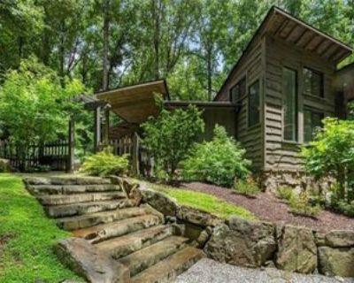 4595 Lake Forrest Dr, Atlanta, GA 30342 3 Bedroom Apartment