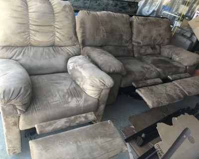 Reclining loveseat and reclining chair