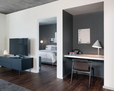 AKA Residences Incredible Downtown Views Suite w/ Designer Furnishings & WiFi - Hollywood Hills