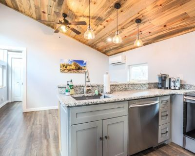 This guest house is a 1 bedroom(s), 1 bathrooms, located in Golden, CO. - Golden