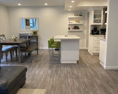 Stunning Hollywood Hills Condo with Patio - Hollywood Hills