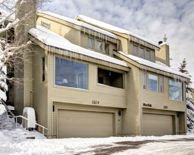 Steps to PC base lodge and lifts! Live like a local in this updated townhome! - Downtown Park City