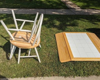 Curb Alert - Table w/ 4 chairs.