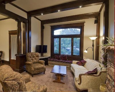 Downtown - 3 King Beds, 2 DBL, = 5 Bedrooms - Has Everything - - RHL # 461239 - Whittier