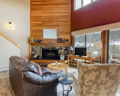 Lovely Mountain Retreat W/ Great Views from Balcony, Gas Grill & Walk to Lifts! - Lakeside Village