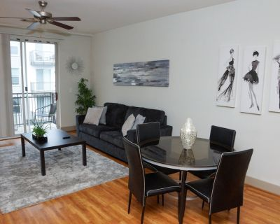 Downtown Apartment with Balcony*Free Parking - SoNo