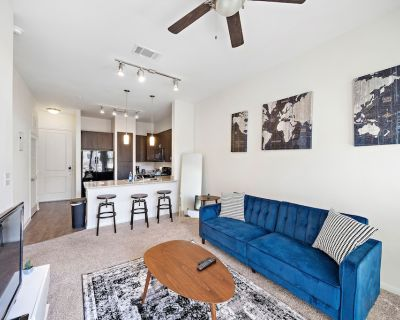 Modern Apartment Living w/ Pool, Gym & Parking - Braeswood Place