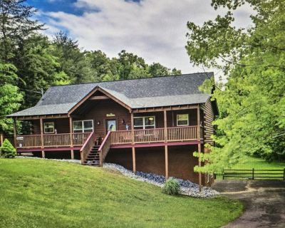 Cabin: Hot Tub, 2 fireplaces, Game Rm, huge yard, Fire Pit & Lg Grill, Free Wifi - Sevierville