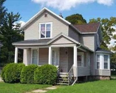 308 Prospect Ave, Oshkosh, WI 54901 3 Bedroom Apartment