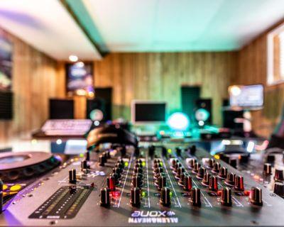 DJ Rehearsal & Recording Studio at Cozy Basement, Chicago, IL