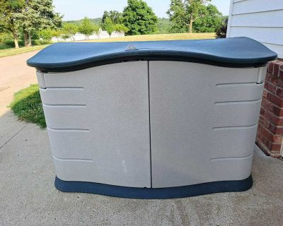 Rubbermaid Outdoor Storage Container